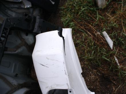 Задний бампер на Lexus LX570 с 16 года оригинал, треснут… за 35 000 тг. в Нур-Султан (Астана) – фото 3