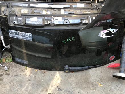 Стекло задние лобовое на крышку багажника за 99 999 тг. в Алматы
