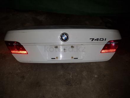 Багажник на bmw 740 за 1 212 тг. в Шымкент