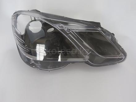 Стёкла на передние фары Mercedes w212 (2009 — 2013 Г… за 26 000 тг. в Алматы