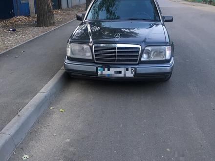 Mercedes-Benz E 280 1993 года за 1 800 000 тг. в Алматы