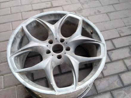 Диск BMW x5 r20 5x120 не комплект за 10 000 тг. в Алматы